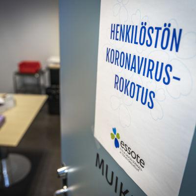 Henkilöstön Koronavirursrokotus juliste.