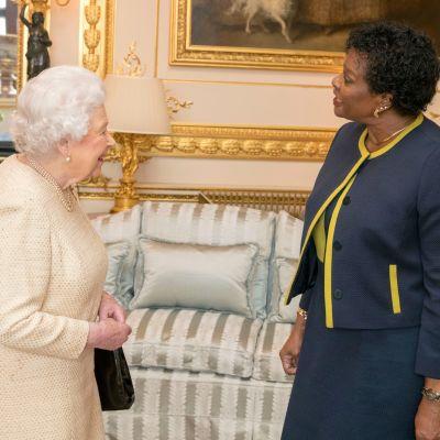 Elisabet ja kenraalikuvernööri Sandra Mason.