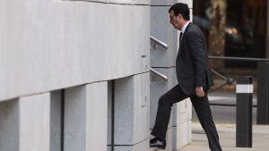 Domaren Fernando Andreu anländer till  Audiencia Nacional-domstolen i Madrid.