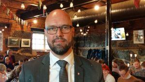 Kim Berg på plats på valvakan inför riksdagsvalet 2019.