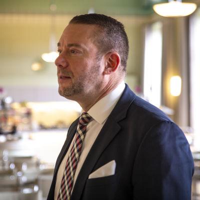 SFP:s Stefan Wallin i riksdagens kafé.