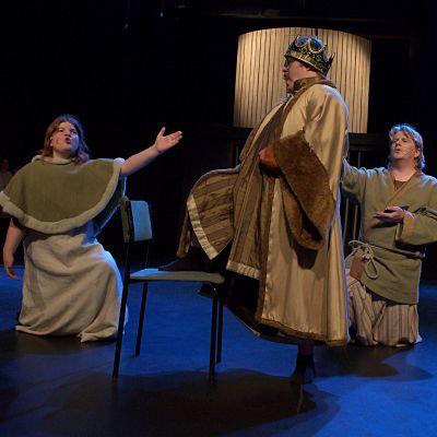 Heidi Grandell, Mattus Riska och Jaane Karell i Teater Magnitudes musikal Robin Hood.