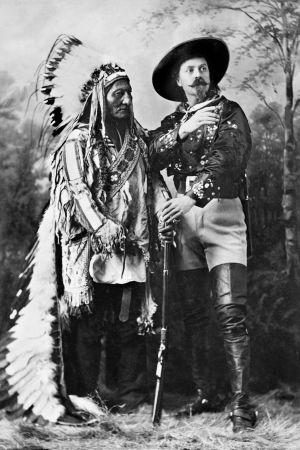 Istuva Härkä ja William Cody alias Buffalo Bill.