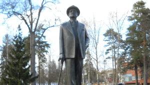 Subeliuksen patsas Järvenpäässä