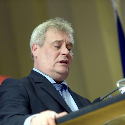 Antti Rinne talar åt SDP:s partifyllmäktige i Kotka den 21.11.2014.