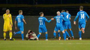 Island firar ett mål mot Rumänien