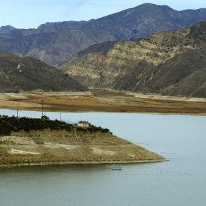 Vedenpinta on romahtanut Pirujärven säännöstelyaltaassa Kaliforniassa.