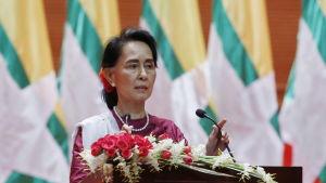 Burmas ledare Aung San Suu Kyi ville inte lägga skulden för våldet i Burma på någon enskild part