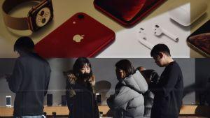 Kunder i en av apples affärer i Peking