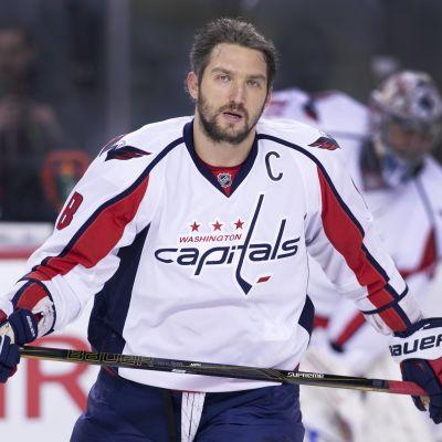 Washingtons Capitals alexander Ovetjkin värmer upp inför en match i NHL.