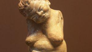En miniatyrskulptur från 350-320 f:Kr. från Thébes på museet i Louvren.