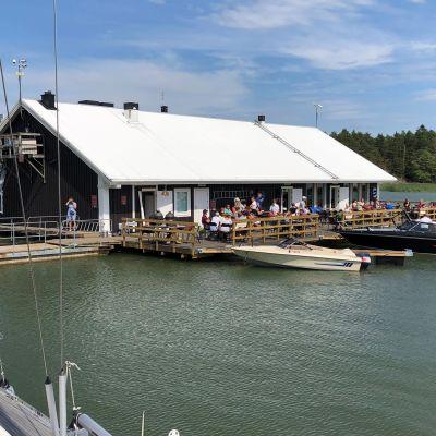 Kalanperkaamo, joka on muutettu ravintolaksi Taivassalossa.