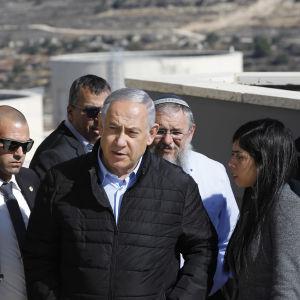 Kuvassa Israelin pääministeri Benjamin Netanjahu vierailee Alon Shvutin siirtokunnassa Länsirannalla marraskuussa 2019.