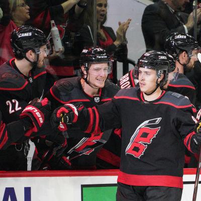 Teuvo Teräväinen gjorde Carolinas andra mål i den fjärde matchen mot New York Islanders.