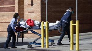 Sjukhusen i New York är redan nu hårt ansträngda, trots att det värsta ännu ligger framför.