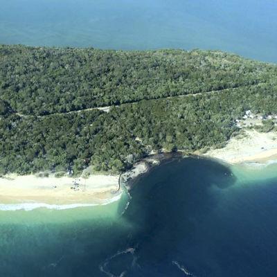 Ett jättelikt sluthål uppstod vid Inskip Point i Queensland i Australien.