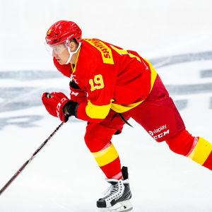 Veli-Matti Savinainen i Jokerits tröja.
