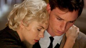 Michelle Williams ja Eddie Redmayne elokuvassa Viikko Marilynin kanssa