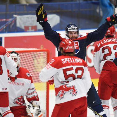 Slovakien firar mål mot Danmark i VM 2015.