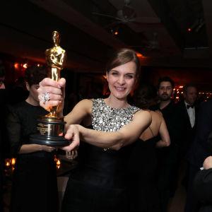 Hildur Gudnadóttir och Oscar-statyetten.