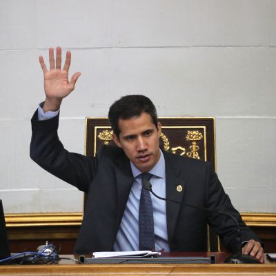 Juan Guaidó ledde ordet i Venezuelas nationalförsamling på tisdagen. Nationalförsamlingen har praktiskt taget ingen makt sedan Maduro inrättade grundlagsförsamlingen som övertog dess uppgifter.