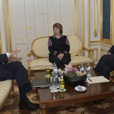 USA:s utrikesminister John Kerry, EU:s utrikeschef Catherine Ashton och Irans utrikesminister Javad Zarif  i Wien den 22 november 2014.