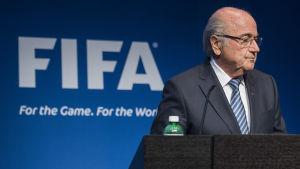 Sepp Blatter meddelade den 2 juni att han avgår.