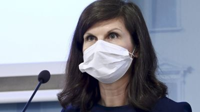Marketta Henriksson, chef för regeringens EU-sekretariat. Hon bär munskydd.