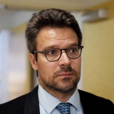 De grönas ordförande Ville Niinistö kommenterar regeringens planer på  konkurrensförbättrande åtgärder för Finland. Den 8 september 2015.