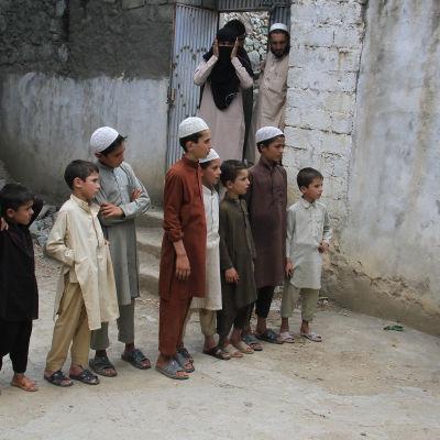 Ulkolinja: Afganistan ristitulessa, yle tv1