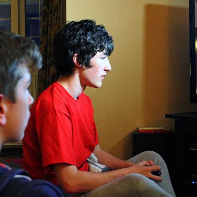 Miten videopelit vaikuttavat aivoihin, kehoon ja käyttäytymiseen, ovatko pelit haitallisia?