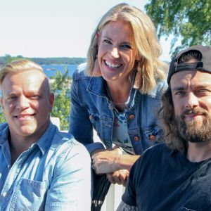 Ella Kannisen vieraina ovat ammattilaisuran lopettanut jääkiekkoilija Ville Leino ja Los Angelesiin kotiutunut muusikko Jaakko Manninen.
