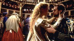 Gwyneth Paltrow ja Joseph Fiennes elokuvassa Rakastunut Shakespeare