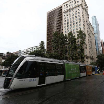 Ett nytt spårvagnssystem invigdes i centrum av Rio den 5 juni, exakt två månader före OS.