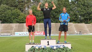 Medaljtrion på prispallen fr.v. Joonas Rinne, Otto Loukkalahti och Robert Nummela.