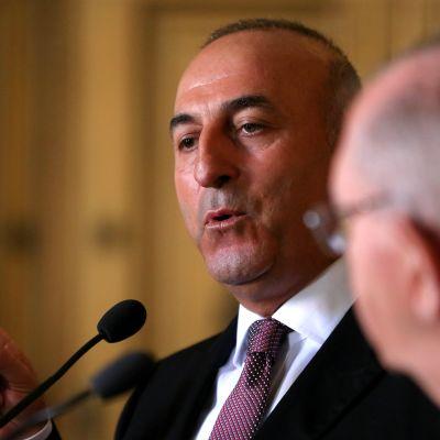 Turkin ulkoministeri Mevlut Cavusoglu Portugalissa heinäkuussa 2015.