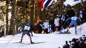 Martin Johnsrud Sundby och Sergej Ustiugov gjorde upp om VM-guldet i skiathlon.