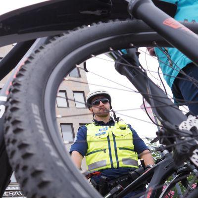 Joensuun polkupyöräpoliisit aloittivat partioinnin maaliskuussa