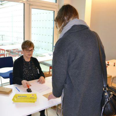 Förhandsröstning i presidentvalet 2018 i Finlands ambassad i Bryssel.