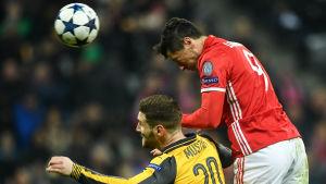 Robert Lewandowski äger Shkodran Mustafi i Champions League.