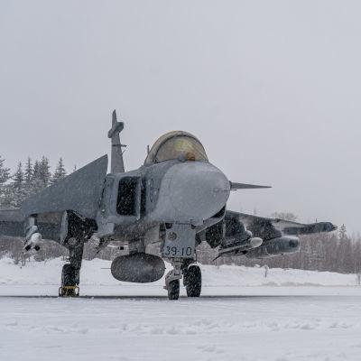 Saab JAS 39E Gripen Satakunnan lennoston kentällä.