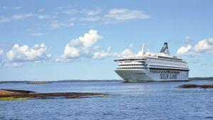 Silja Line-båt och molnig himmel