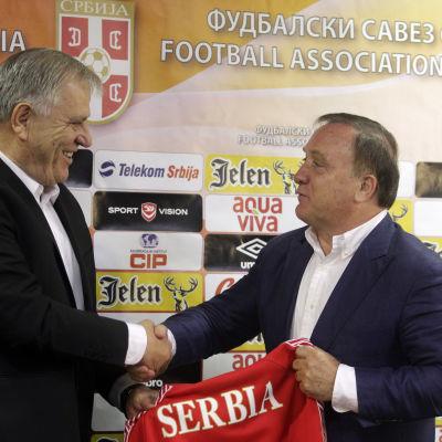 Dick Advocaat presenteras som ny förbundskapten för Serbien