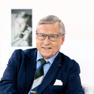 Ministeri Pertti Salolainen kertoo Itse asiassa kuultuna -haastattelussa urastaan ja elämästään.