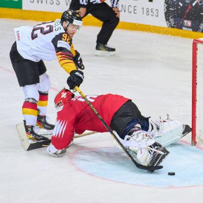 Marcel Noebels gör mål på straff och tar sitt Tyskland till semifinal.