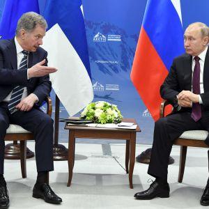 Sauli Niinistö och Vladimir Putin i St. Petersburg april 2019.