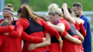 Mark Sampson övervakar det engelska damlandslaget.