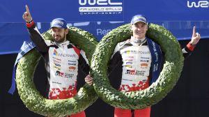 Esapekka Lappi och Janne Färm firar vinst i Neste Rally Finland 2017.