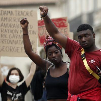 Demonstration i Montpellier, Frankrike, mot polisvåld och rasism. I Frankrike handlar Black Lives Matter protesterna lika mycket om det inhemska polisvåldet som om solidaritet med afroamerikanerna i USA.