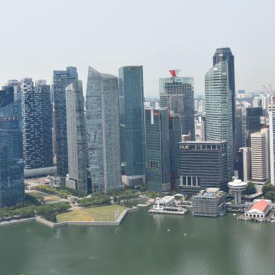 Korkeita rakennuksia Singaporessa.